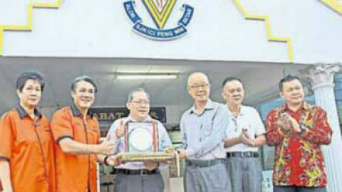 Newspaper Article on Teguh Harian's contribution to Chinese School
